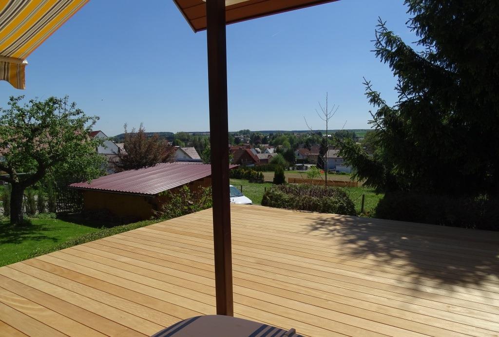 Unsichtbar verschraubte Terrasse aus Garappa-Holz