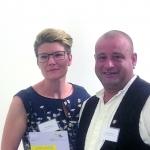Antje & Andreas Wiedmer von der Zimmerei & Holzbau Wiedmer sind als sozial engagierter Betrieb ausgezeichnet worden